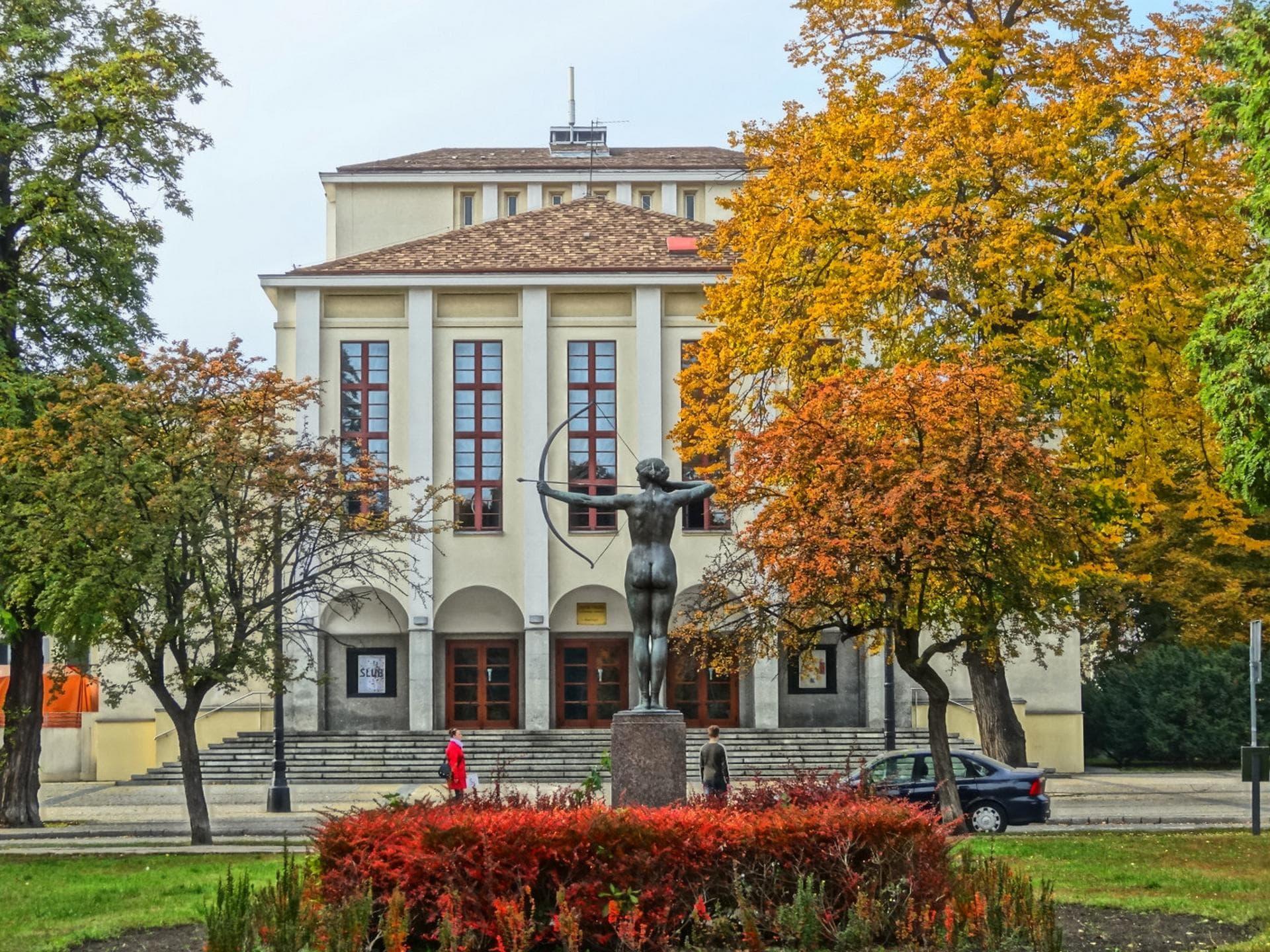 okolice-pomnik-luczniczki